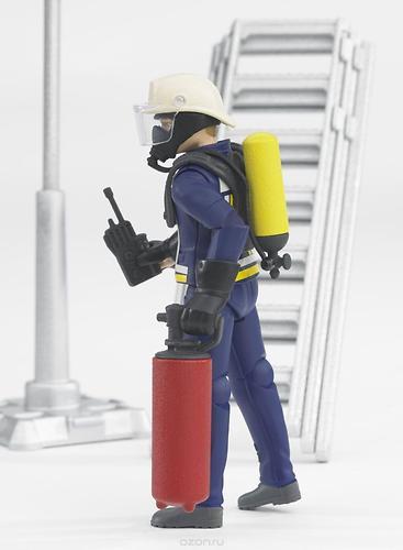 Фигурка пожарного Bruder 107 мм с аксессуарами (6)