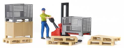Механический складской погрузчик Bruder со складскими аксессуарами и фигуркой (4)