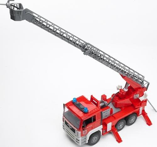 Bruder Пожарная машина MAN с лестницей (10)