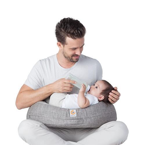 Подушка для кормления Ergobaby Nursing Pillow Natural Curve Grey LDPE (9)