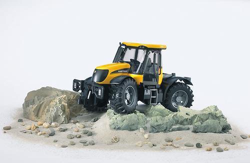 Трактор Bruder JCB Fastrac 3220 (6)