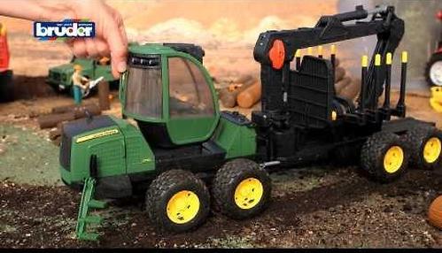 Трактор John Deere 1210E с прицепом с манипулятором и брёвнами (8)