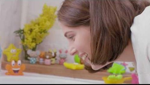 Мочалка с резинкой на руку Happy Baby Sponge Yellow (8)