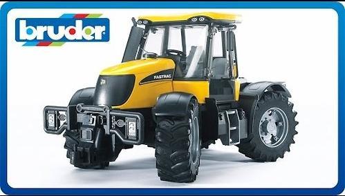 Трактор Bruder JCB Fastrac 3220 (8)